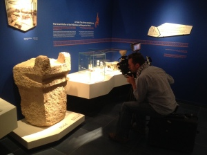 Filming altar in Ashdod museum 4_14