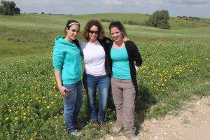 visit to Hesi_Shira Adi and Mor with flowers